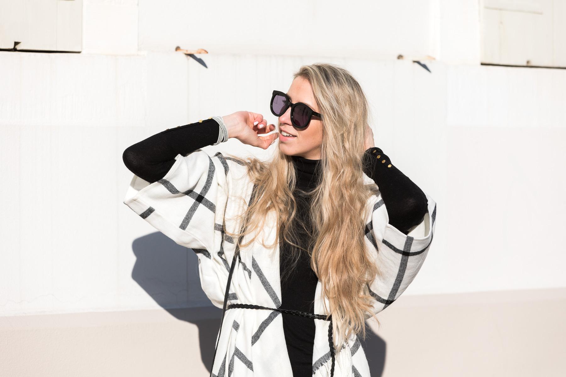 Soultalk Fashionblogger Modeblog Blonde Bloggerin Edited Cape Apple of Eden Netzstrumpfhose Trend