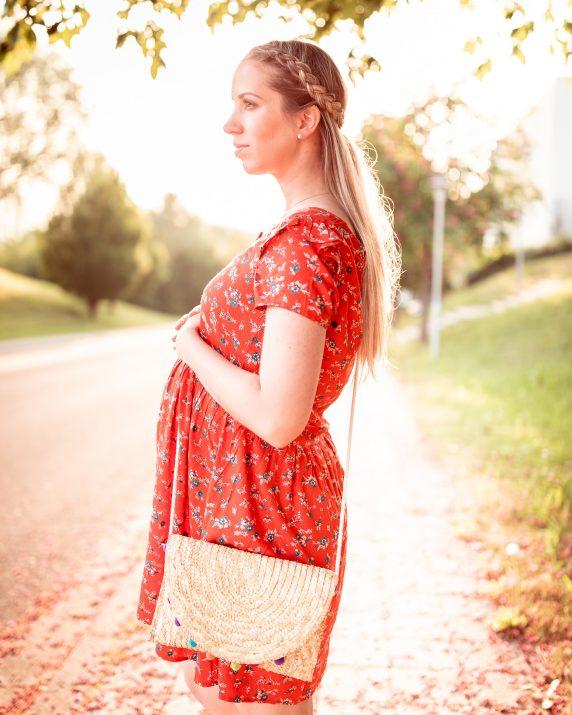schwangerschaftslook_rotes_kleid_kliniktasche